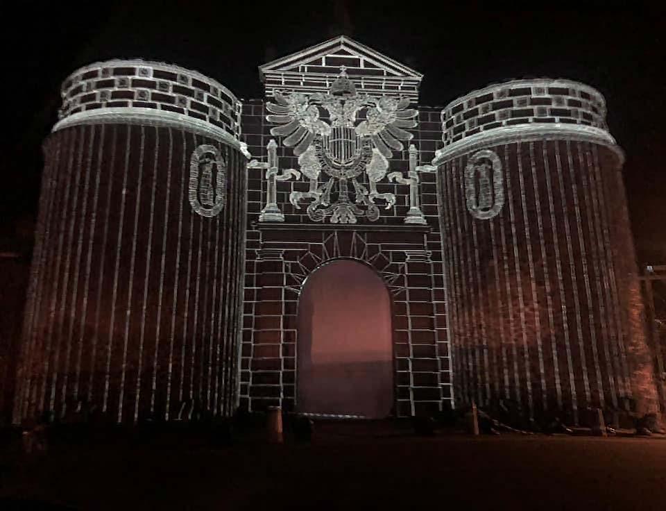 Luz Toledo en la Puerta Bisagra