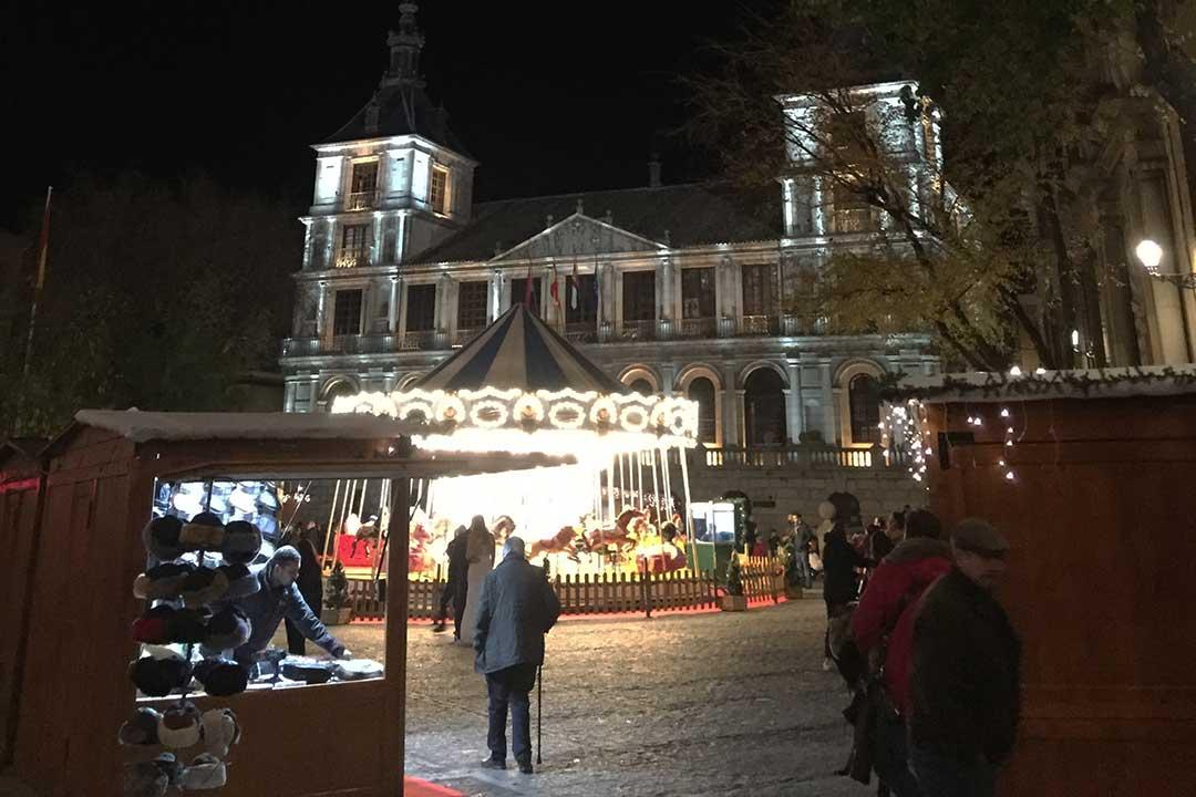 Mercadillo de navidad en el ayuntamiento de Toledo