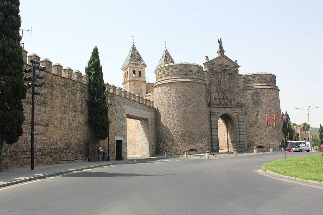Puerta y muralla Visagra